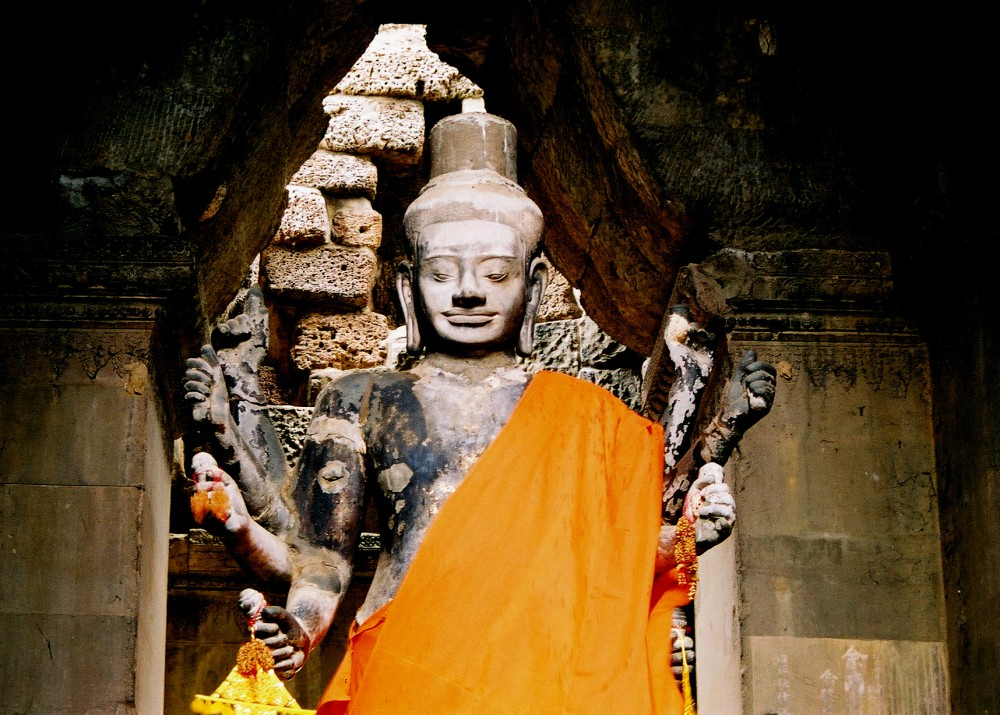 Vishnu Idol Inside Angkor Wat
