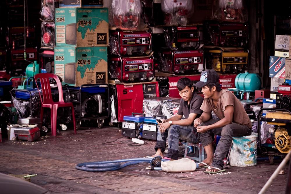 Generator-Mechanics-Phnom-Penh-1000x666.jpg