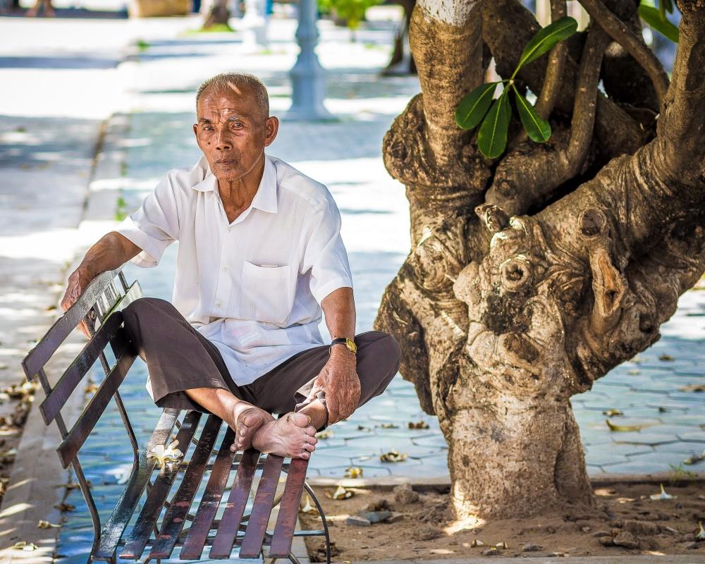 old-cambodian-man-toul-sleng-1000x800.jpg